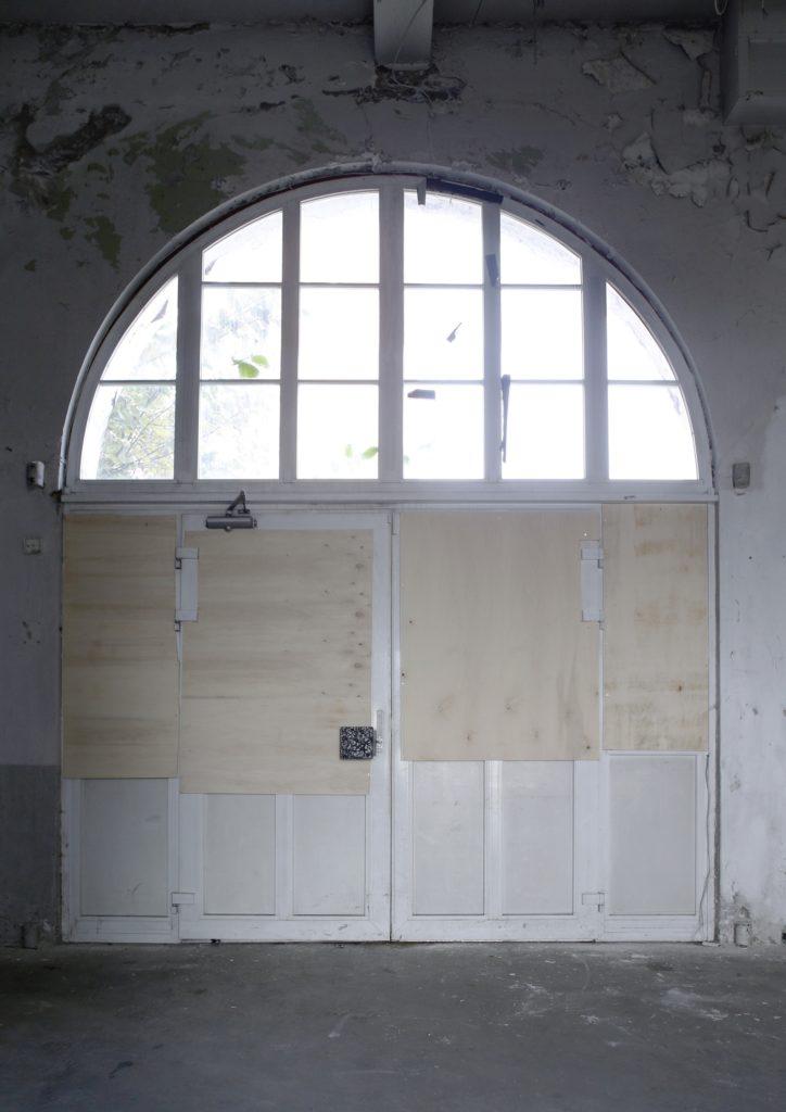 11_interior_portal_before